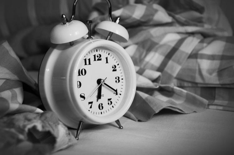 Schwarz Weiß, Wecker auf 6:20Uhr