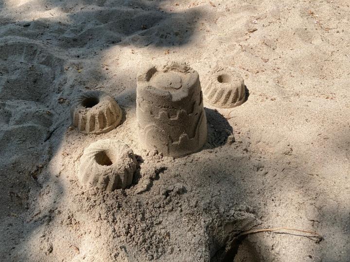Sandkuchen im Sand